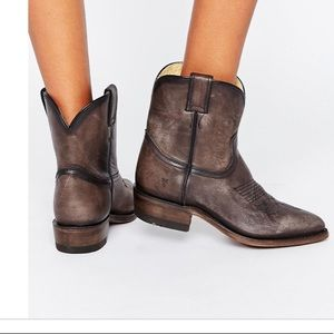 Frye Billy boots short